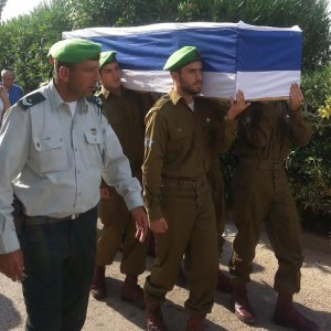 An honor guard from the Nahal Brigade carries Sgt.  Eitan Barak to his grave. (Photo: Ben Hartman)
